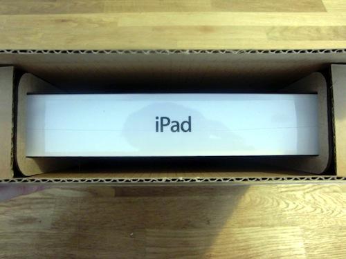 新しいiPad開梱の儀 覗く