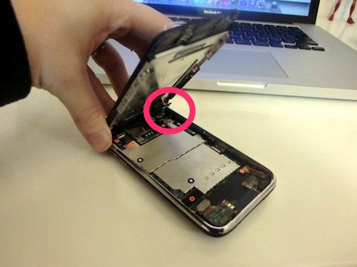 IPhone 液晶パネル コネクタ外れ
