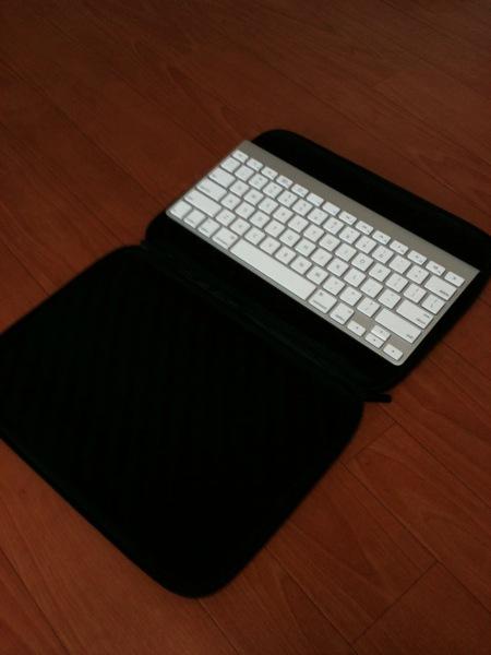 ELECOM ZEROSHOCK  ZSB IB019BK にApple wireless keyboard1